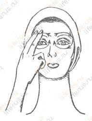 Легкие похлопывания вокруг глаз начиная от висков